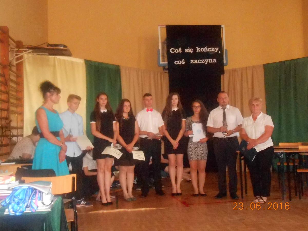 30df864d34 Przyszli absolwenci naszego zespołu skierowali kilka ciepłych słów do  dyrekcji